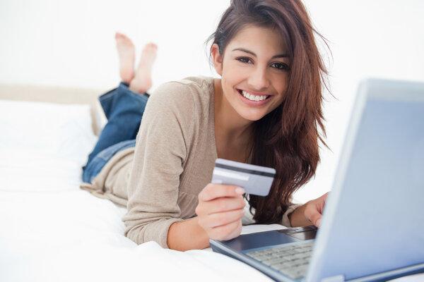 Hitta ett kreditkort med en bra bonus.